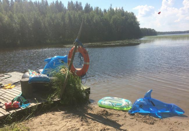 Aholanraitin-vuokramökit-mökkiloma-2018-ranta