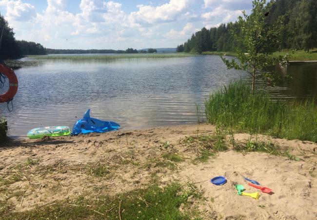 Aholanraitin-vuokramökit-mökkiloma-ranta-hiekka